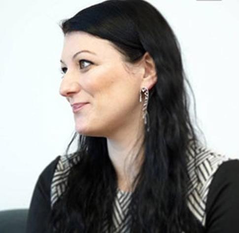 Dr Nia Williams